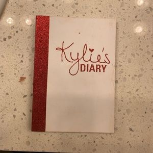 Kylie Cosmetics Kylie Diary Eye and Cheek Palette